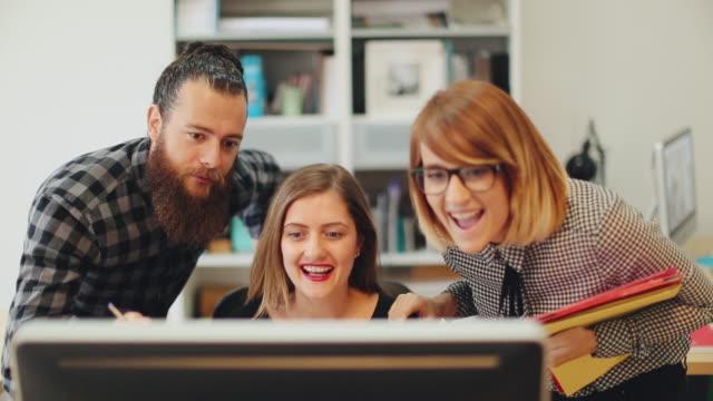 Nieuwe business team: goed nieuws in het opstarten kantoor