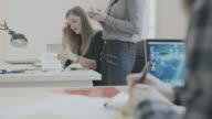 business-team arbeitet im Büro der Inbetriebnahme