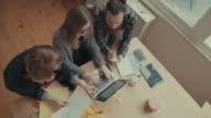 Nuovo lavoro di squadra nel business startup ufficio