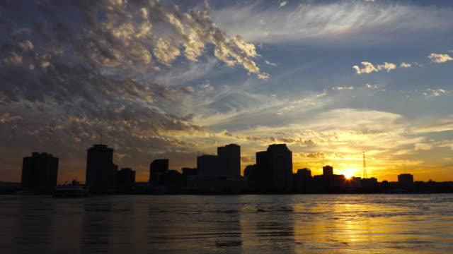 Die skyline von New Orleans an der Mississippi