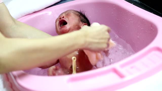 Newborn bath.