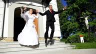 - SUPER ZEITLUPE, HD: Frisch verheiratet paar springen auf Treppe