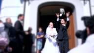 - SUPER ZEITLUPE, HD: Frisch verheiratet paar Tauben Loslassen