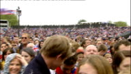 1500 1600 Various of crowds in The Mall and in front of Buckingham Palace John Key STUDIO interview / crowds in The Mall Various of crowds along The...