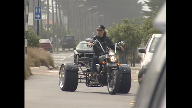 News item concerning Billy Connolly in 2004 riding his trike in Christchurch and speaking about being glad to be pulled over by police as he was lost