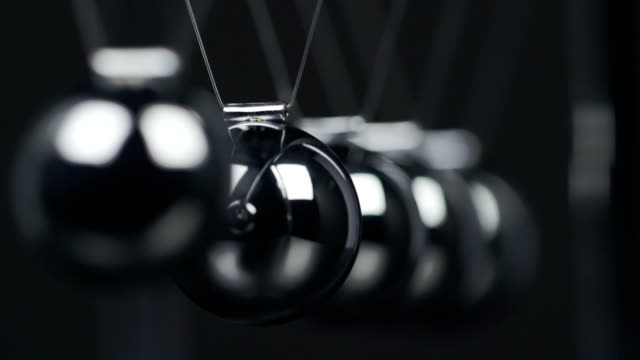 Pendolo di Newton Macro