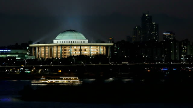 Night scenery of houses of parliament and tourboat on the Han river