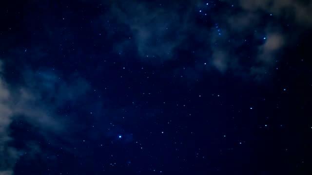 Cielo notturno in viaggio attraverso universo piena di for Sfondi galassie hd