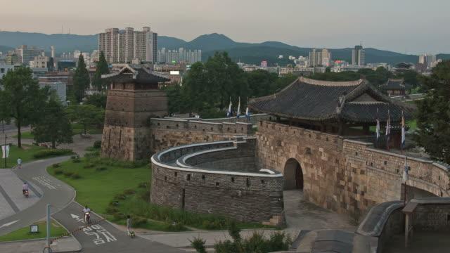 MS T/L ZO Night view of Suwon Hwaseomun and Seobukgongsimdon (UNESCO Heritage) / Suwon, Kyonggi-Do Province, South Korea