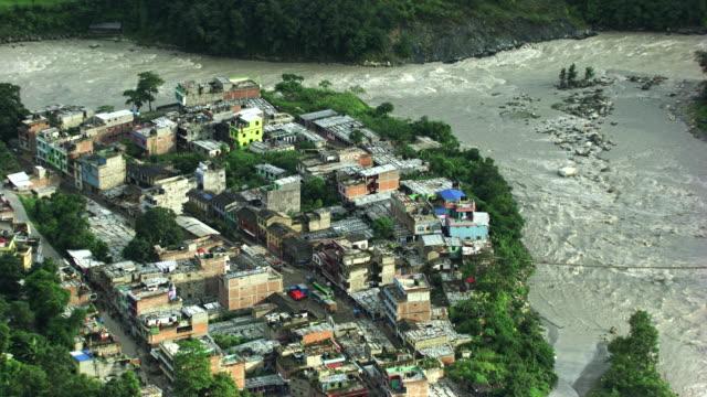 Népal : Stream near the village