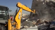 Nueve personas entre ellas un nino murieron el lunes en bombardeos al parecer de la aviacion rusa contra un hospital apoyado por Medicos Sin...