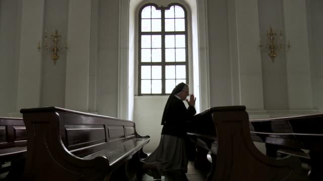 MS ZI ZO Nun praying in church / Dresden, Saxony, Germany