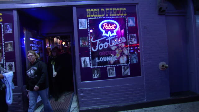October 14 2009 ZO Patrons exiting Tootsies lounge / Memphis Tennessee United States