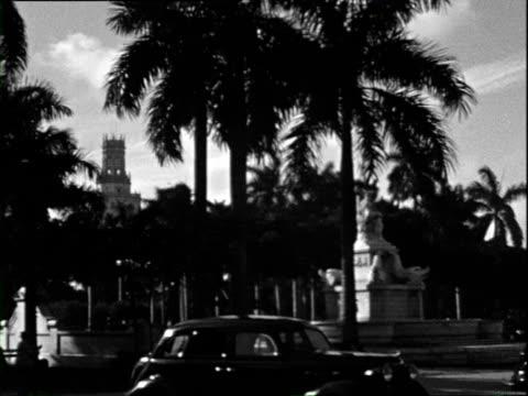 October 1936 B/W WS PAN Street scene and National Capitol Building / Havana Cuba