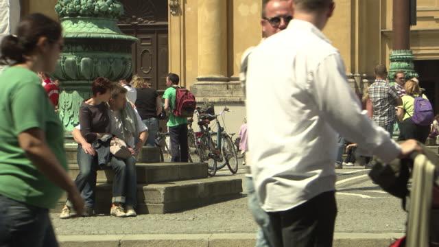 Odeonsplatz, sitting people, place, sunny, tourists