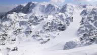 Luftbild des geschäftigen ski resort an einem sonnigen Tag