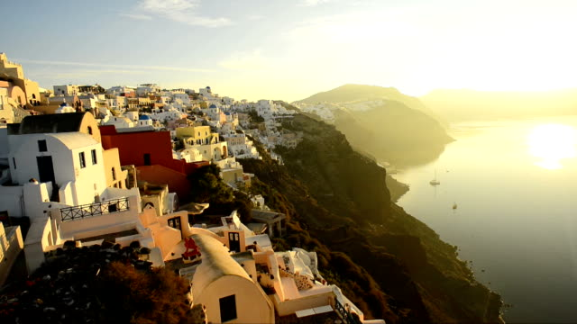 Oia, Santorin, Griechenland im Sonnenaufgang
