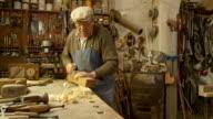 DOLLY HD: Old Fashion Tischlerarbeit