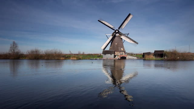 WS Old fashion windmill by canal / Kinderdijk, Holland, Netherlands