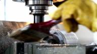Alten Stil-Gewinnungsstätten Maschine bei der Arbeit aus Metall