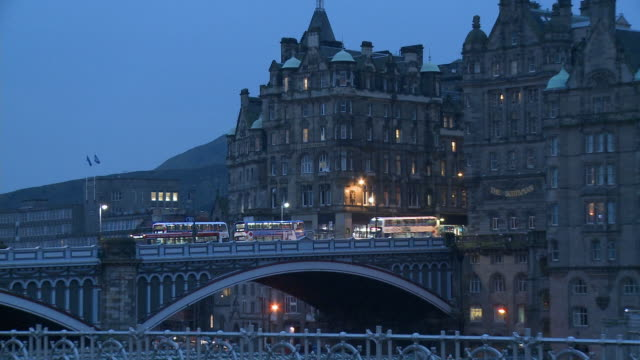 ZO, WS, Old town and North Bridge at dusk, Edinburgh, Scotland, United Kingdom