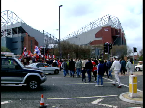 Ten arrested LIB ITN ENGLAND Manchester EXT Crowd of people along towards Old Trafford stadium