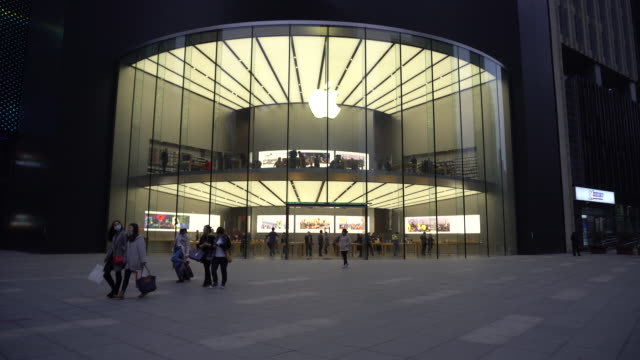 On March 25 Apple opened the third retail shop in Nanjing city which is located in Nanjing Jinmao Plaza beside the Xuanwu Gate