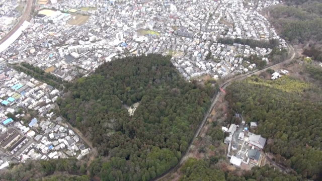 On the 20th archaeologists from the Japanese Archaeological Association and researchers from historical research groups entered Gobyono Kofun late...