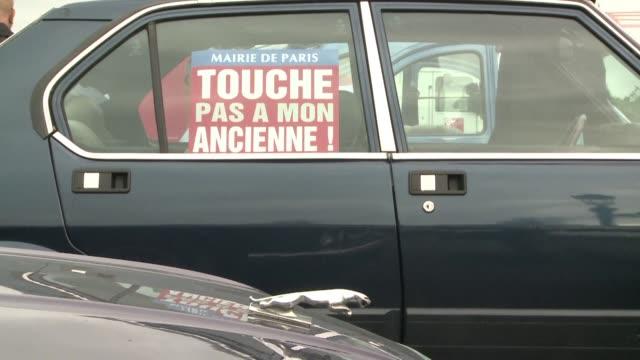 onductores de automoviles anteriores a 1997 protestaron este viernes en Paris luego de que la ciudad prohibiera a esos coches circular por sus calles...