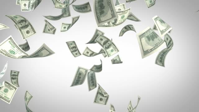 Honderd USD dollarbiljetten vallen op witte achtergrond