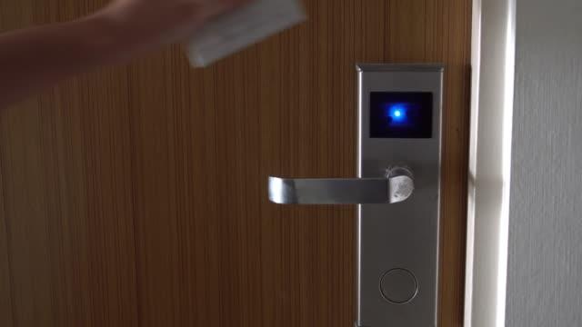 Sportello di apertura di hotel con sistema di accesso senza chiave carta