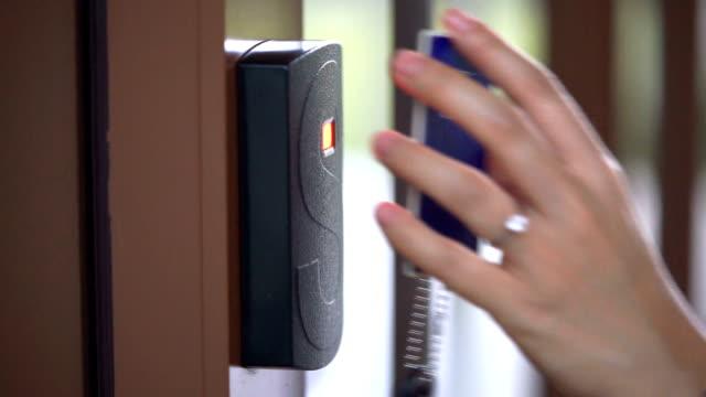 CU Eröffnung Sicherheit Tür mit Zugangskarte