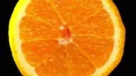 Orange vergrößern langsam mit schwarzem Hintergrund