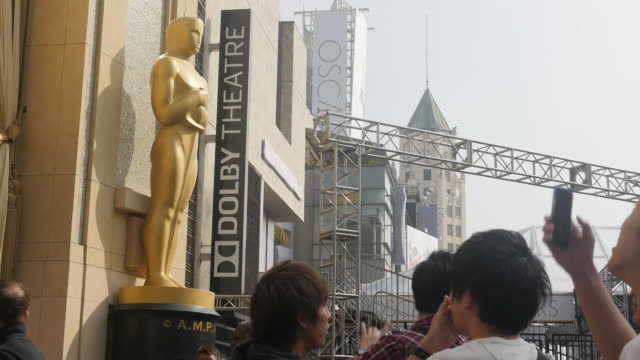 Oscar preparation is underway it draws tourists to Hollywood boulevard Hollywood sign and the Hollywood Walk of Fame Asian reporter is doing the story