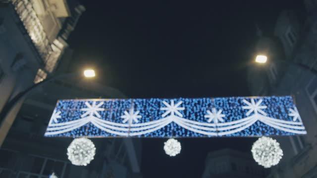 Decorazioni di Natale all'aperto in città