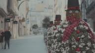 Weihnachtsdekoration im Freien in der Stadt