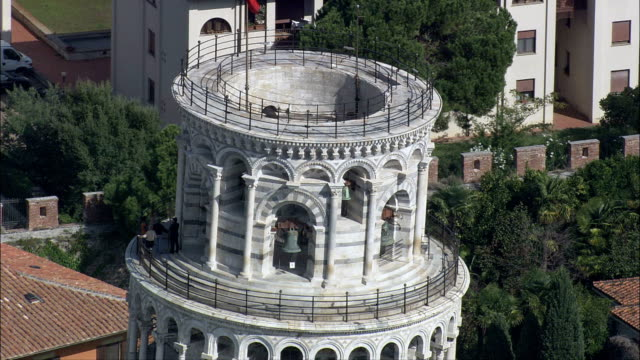Auf der Oberseite der Schiefe Turm von Pisa-Luftaufnahme-Tuscany, Pisa, Italien