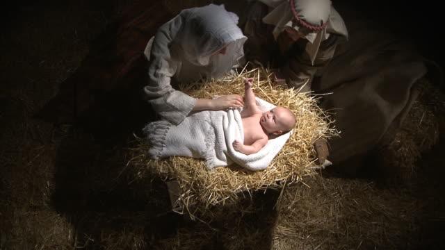 Overhead Schuss von baby Jesus, Maria und Joseph
