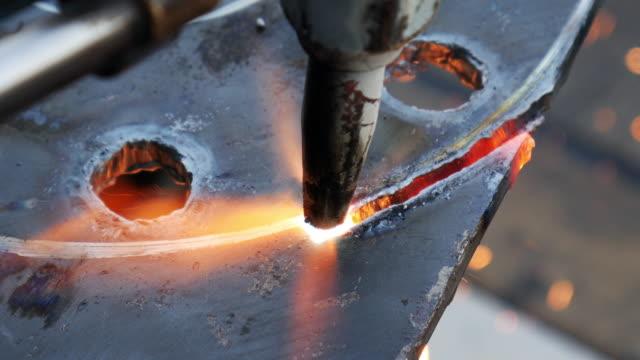 Autogen Fräser Fackel ist eine Stahl-Platte
