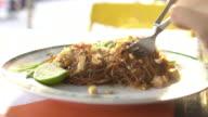 pad thai food meal