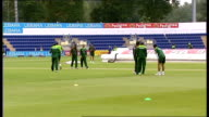 Shahid Afridi press conference / training session Pakistan team in huddle