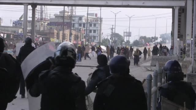 Pakistani forces fire rubber bullets and lobbed tear gas at protesters in Islamabad as they moved to disperse an Islamist sit in that has virtually...
