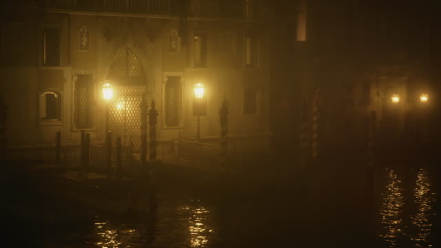 MS - Palace of the Grand Canal at night in the mist