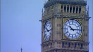HA Palace of Westminster Clock Tower face w/ hands moving from 1013 to 1022 light changing w/ passing time