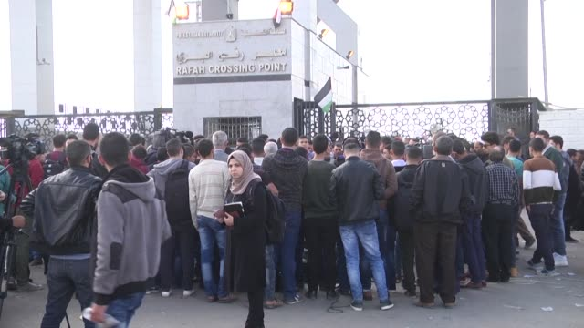Palestinian students protested at the Rafah Crossing into Egypt Monday demanding to be allowed through as Egypt briefly opens its largely sealed...