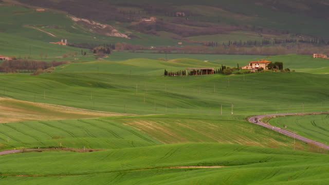 pan across tuscan farmstead orcia valley 2a