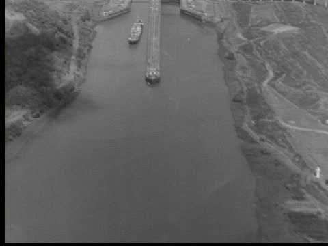 1950 B/W MONTAGE Panama Canal, Panama, AUDIO