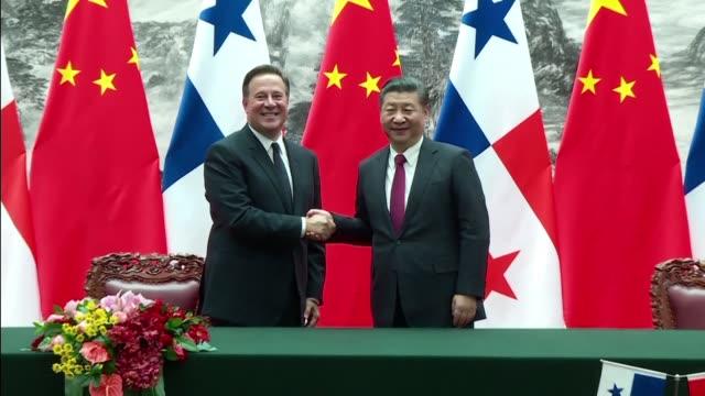 Panama y China firmaron el viernes una serie de acuerdos de cooperacion durante una reunion historica entre los presidentes Xi Jinping y Juan Carlos...