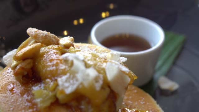 Pancake with banana and cashew