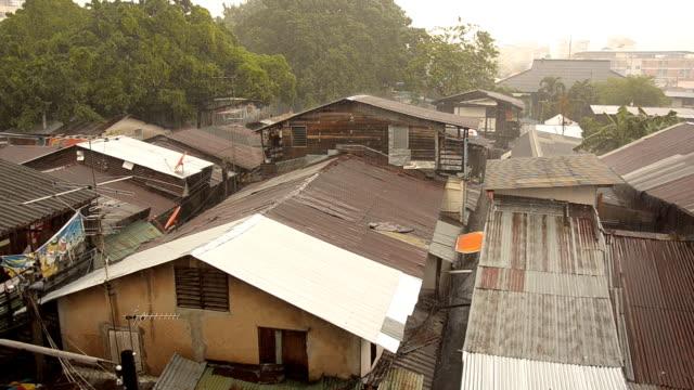 paning raining slum